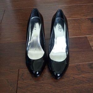 "3"" shiny black heels"